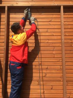 اجرای چوب ترمو با میخ و پیچ